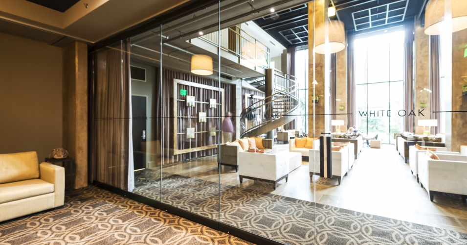 4 examples of beautiful glass hotel partitions - Folding partitions residential ...